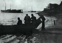 На Волге. 1889. Левитан - третий слева.