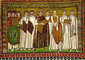 Император Юстиниан со свитой (мозаика, 547 г.)