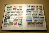 Коллекция почтовых марок Японии, хранящаяся в кляссере